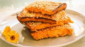 Морковно-творожная запеканка, похожая на пирог