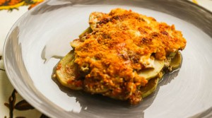 Запеченный кабачок под двумя соусами и сыром