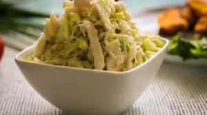 Легкий салат из курицы и свежей капусты «Беляночка»