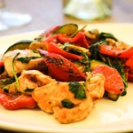 быстрый горячий салат из куриного филе