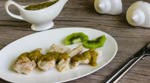 Куриное филе-гриль с соусом из киви