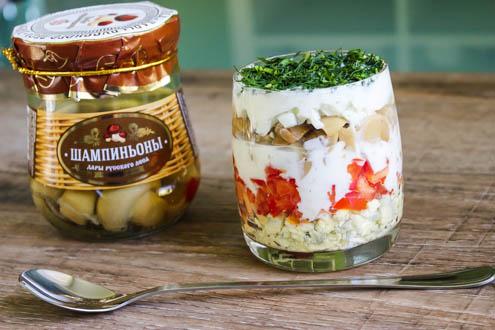 byctryj-sloenyj-salat-s-marinovannymi-shampin'onami-spelo-zrelo-foto2