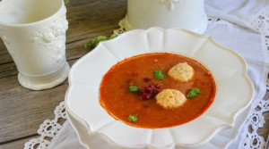 Томатный суп с фасолью и фрикадельками