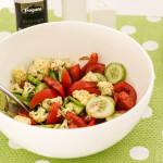 хрустящий салат из овощей и цветной капусты