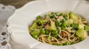 Спагетти с  цуккини, грибами и пармезаном