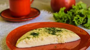 Нежный сливочный омлет с сыром в мультиварке