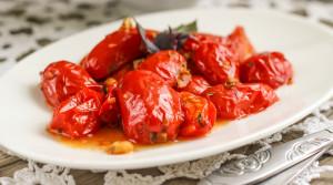 Теплые помидоры с чесноком и базиликом за 5 минут