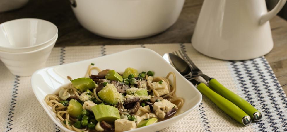 диетический суп из кабачков, спагетти и тофу