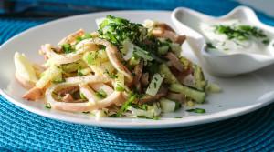 Диетический салат из «летающей рыбы». Простой и вкусный