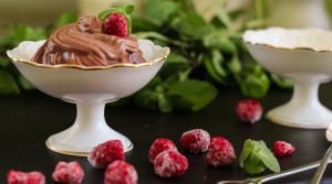 Шоколадный мусс из авокадо и банана