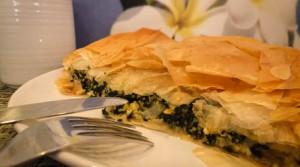 Пирог из теста фило с творогом и шпинатом