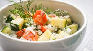 Белый рис с хрустящими овощами