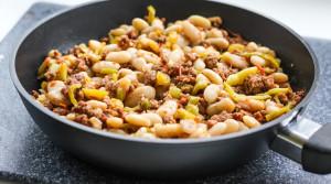 Белая фасоль с мясным фаршем и овощами