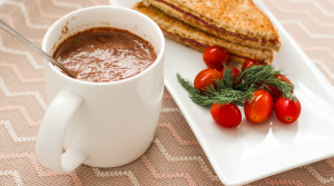 Горячий банановый шоколад для уютного завтрака. Без сахара