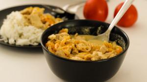 Фрикасе из куриного филе в белом соусе